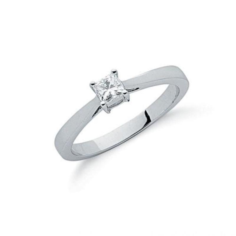 9ct white gold princess cut diamond solitaire ring